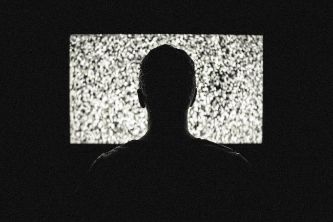 Artikelbild YouTube SEO: Fernseher mit Sendestörung
